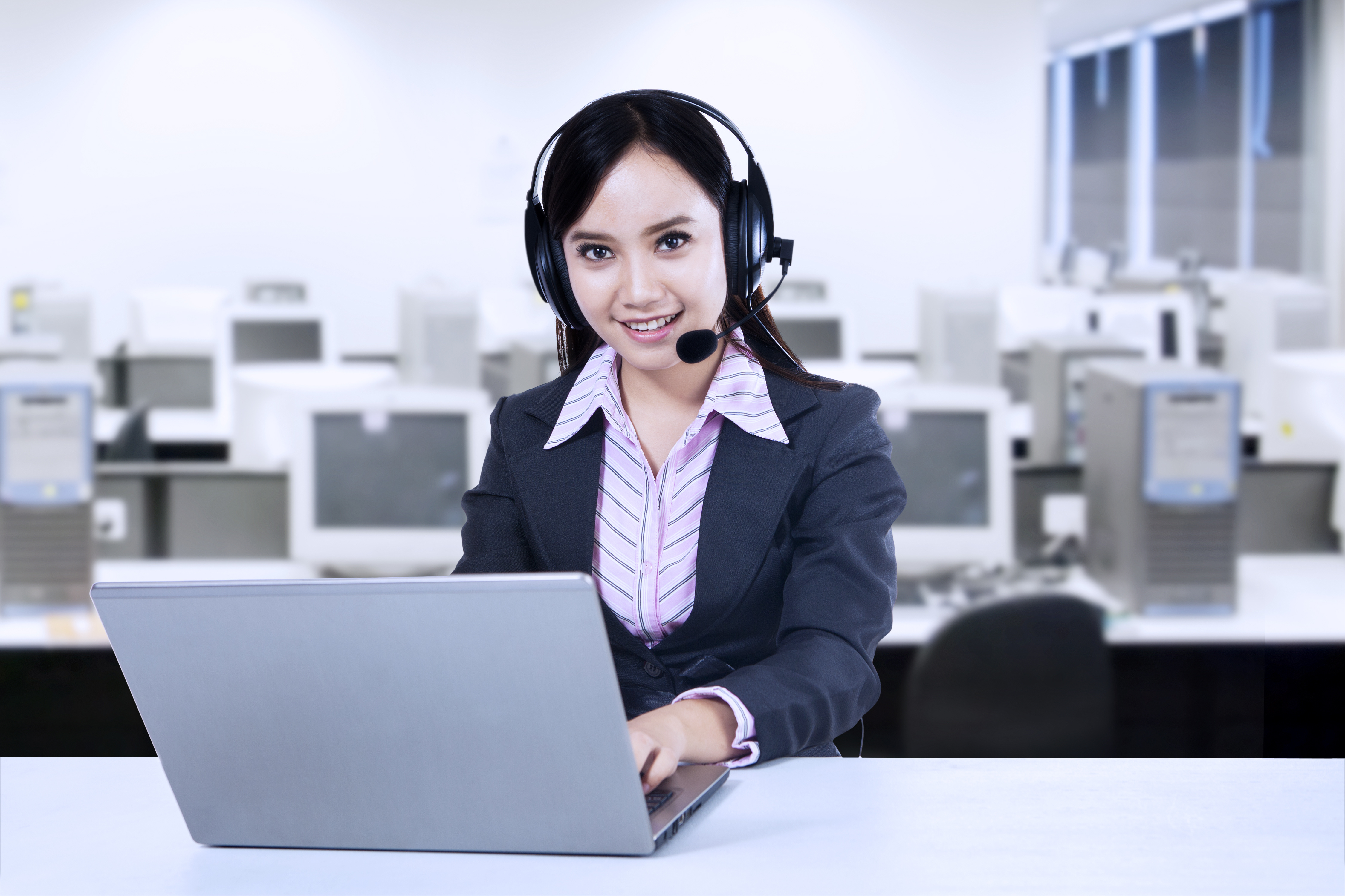 Customer Service Chat: Benefits, Scripts, and Tips