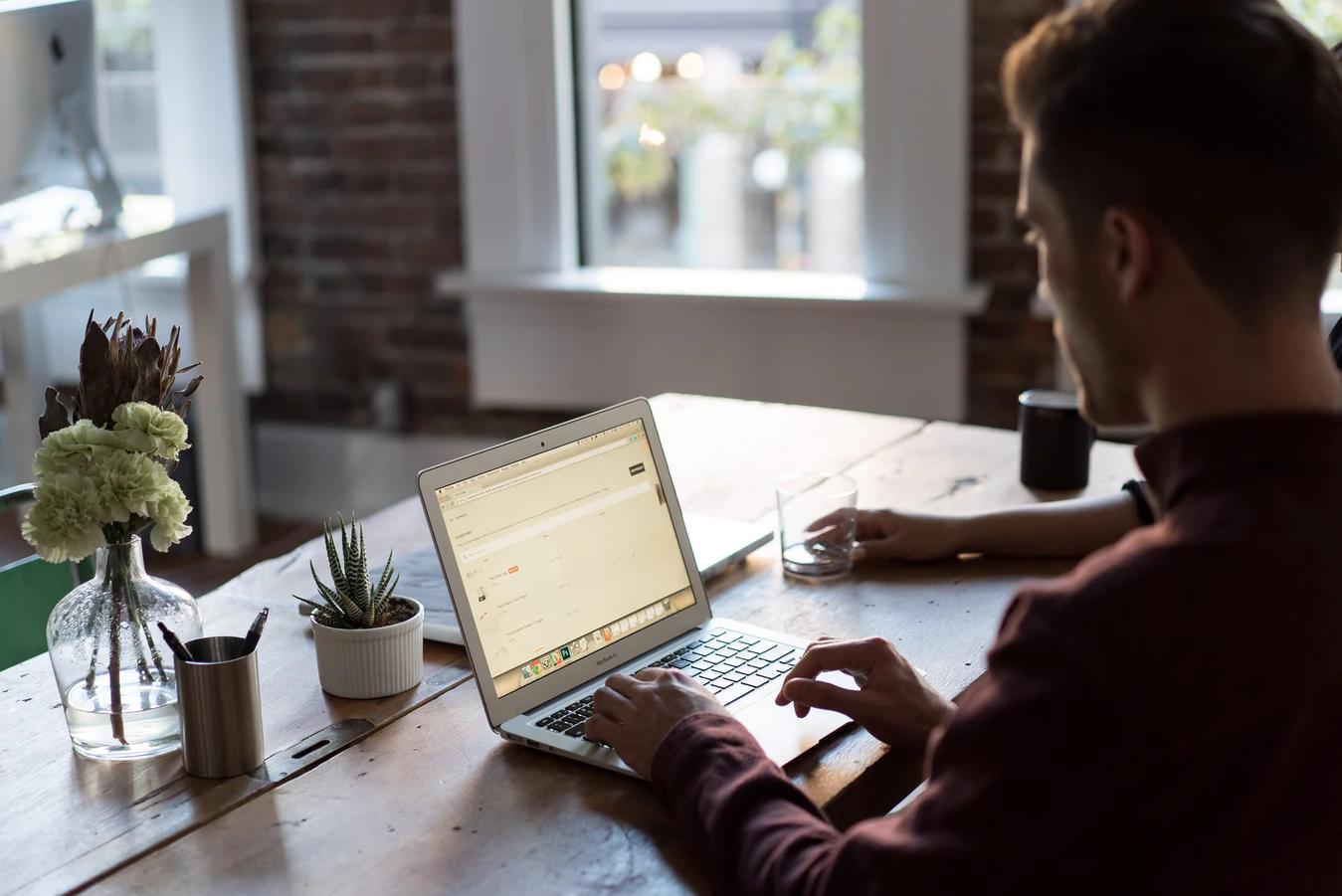 Guru vs Upwork vs StaffVirtual: Comparing Freelancer Market Places